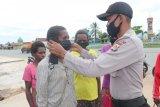 Polisi Mappi bagi masker untuk adaptasi kebiasaan baru