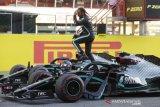 Hamilton juara GP Tuscan yang kacau balau
