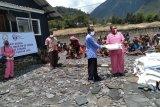 Bhayangkari Puncak Jaya bagikan masker gratis di Distrik Ilu