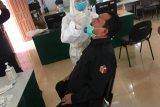 Pegawai Bawaslu Riau uji usap antisipasi COVID-19