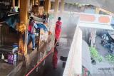Usai satu pedagang positif COVID-19 Pasar Beringharjo didisinfeksi total