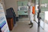 Cegah penyebaran COVID-19, Bank Nagari Simpang Empat semprot semua ATM dengan cairan antiseptik