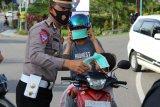 Polres Poso  bagikan masker gratis kepada pengendara