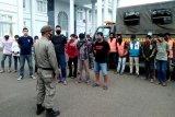 Puluhan warga terjaring razia masker di Muara Teweh