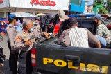 Polresta Padang kembali amankan empat preman di Pasar Raya, satu diantaranya perempuan