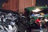 Truk trailer dan minibus di Jakarta Utara tabrakan beruntun