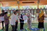 Gubernur Jatim  Khofifah salurkan ventilator kepada pengelola rumah sakit