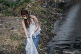 Pelanggar Protokol Kesehatan Dihukum Bersihkan Sungai