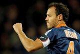 Pemain tertua Liga Prancis mengawali musim dengan kartu merah