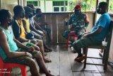 Babinsa Koramil Yapen Timur ajak warga kampung Nunsiyari patuhi protokol kesehatan
