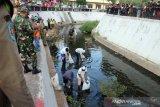 26 pelanggar protokol kesehatan di Surakarta diminta bersihkan Kali Pepe Kestalan