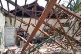 Atap bangunan SD 1 Loram Wetan Kudus ambruk