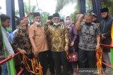Masyarakat Tanjung Pangkal Pasaman Barat kembali menikmati jembatan setelah putus akibat banjir