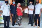 Dua warga kembalikan dana BST Kemensos karena terdaftar ganda