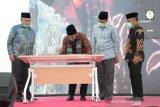 Menag bersama Gubernur NTB meresmikan gedung baru UIN Mataram
