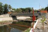 Konstruksi jembatan bantuan BNPB didesain tahan banjir