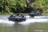 Prajurit Brigif 2 Marinir melaksanakan patroli sungai dan rawa saat Latihan Satuan Lanjutan (LSL) I TW.II tahun 2020 di daerah latihan Korps Marinir pantai Baruna  Kondang Iwak, Malang Selatan, Jawa Timur. Rabu (16/9/2020). Latihan tersebut bertujuan untuk meningkatkan profesionalisme prajurit Brigif 2 Marinir sebagai pasukan pendarat amfibi Korps Marinir. Antara Jatim/Serka Mar Kuwadi/zk