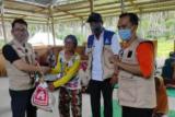 LRSLU Minaula Kendari membantu lansia korban banjir Sigi dan Gorontalo
