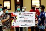 Gubernur serahkan bantuan dana kuliah terdampak COVID-19 di Kalteng