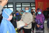 Nasrul Abit peduli corona serahkan APD untuk warga Talamau
