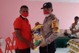 Polresta Jayapura berikan sembako warga Kampung Nafri dan Enggros