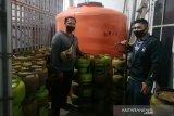 Polisi bongkar pangkalan jual elpiji 3 kg di atas HET