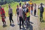 Tim SAR evakuasi kru helikopter milik PT NUH dari pedalaman Paniai