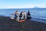 Basarnas Manado menggelar simulasi penyelamatan korban kebakaran kapal