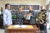 Bupati Lutim Serahkan LKPD Unaudited 2019 kepada BPK