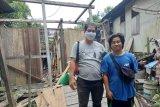 Rumah Bastiansyah roboh saat banjir besar di Kapuas Hulu