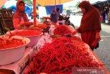 Pasokan melimpah, harga cabai merah dan bawang putih turun di Agam