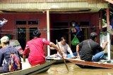 Sekda Lamandau tinjau lokasi banjir dan distribusikan bantuan