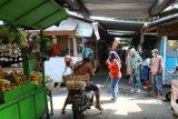 Pelanggar protokol kesehatan di Wonosobo dihukum bersihkan pasar