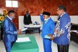 Anggota DPRD Mamteng PAW Enius Yare dilantik