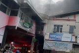 10 mobil pemadam dikerahkan atasi kebakaran di  Pasar Wage Purwokerto