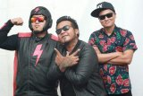 Band Endank Soekamti tampil akustik di konser
