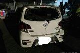 Niat bantu korban kecelakaan ke Puskesmas, mobil malah dilempari bata