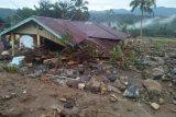 Penyintas korban banjir bandang di Kulawi masih tidur di huntara