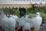 Warga Jambi saksikan pemakaman Bian melalui chanel You Tube