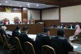 Jaksa Pinangki hadiri sidang dengan gamis dan kerudung  merah muda