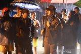Bupati Pessel salurkan bantuan ke korban banjir Painan (Video)