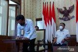 Wali Kota Bogor mengikuti penandatanganan pinjaman  untuk pemulihan ekonomi