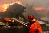 Kebakaran Gudang Pabrik Popok di Malang