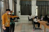 738 peserta ikuti tes SKB CPNS, Bupati HST pastikan pelaksanaan patuhi protokol COVID-19
