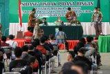 Warga pelanggar protokol kesehatan mengikuti sidang tindak pidana ringan di GOR Tennis Indoor Sidoarjo, Jawa Timur, Kamis (24/9/2020). Sidang tindak pidana ringan (tipiring) dengan sanksi denda sebesar Rp150 ribu tersebut dilakukan untuk menerapkan disiplin dan penegakan hukum terhadap pelanggar protokol kesehatan dalam upaya pencegahan penyebaran COVID-19. Antara Jatim/Umarul Faruq/zk