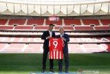 Luis Suarez resmi teken kontrak dua tahun dengan Atletico Madrid