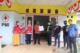 DPD AMPI Lutim serahkan APD untuk relawan PMI