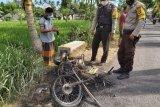 Mencuri ayam di sawah, warga di Lotim bakar sepeda motor pelaku