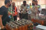 Petugas Bandara Timika sita 144 botol minuman beralkohol hendak dibawa ke Ilaga