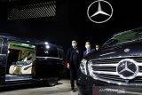 Dua sedan mewah S-Class dari Mercedes-Benz